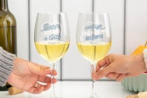 mrw-8435460757560-Set-dos-copas-vino-para-brindar-por-lo-que-esta-por-llegar-ES-3-1024x1024